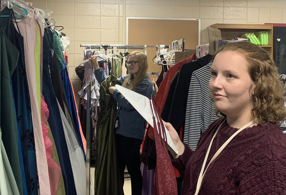 Beta Club helps the Rebel Pride Closet and Food Pantry